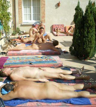 Ne manquez pas les prochains week-end naturistes du Gay resort Le Vieux ...