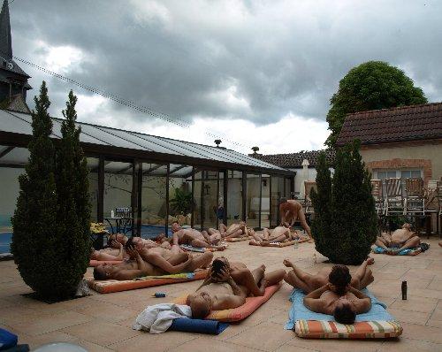 Nude-yoga2